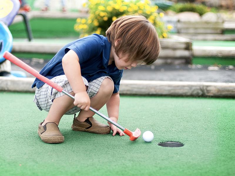 Boy mini golf